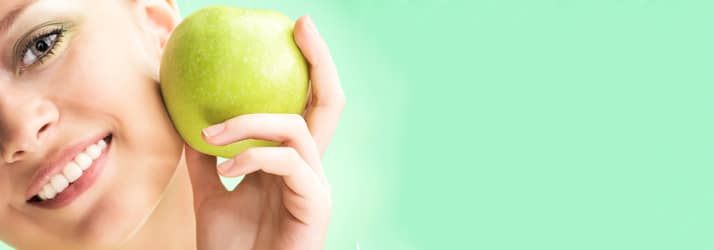 Chiropractic Northfield OH Woman with an Apple
